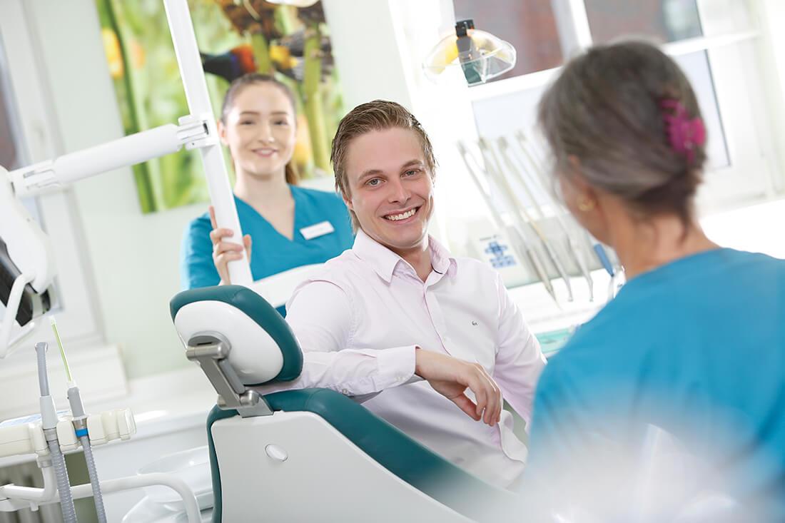 Zahnärzte Bordesholm - Angelika Abend - Behandlung in der Praxis