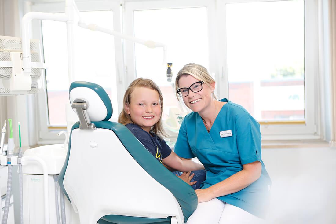 Zahnärzte Bordesholm - Angelika Abend - Kinder fühlen sich in unserer Praxis wohl