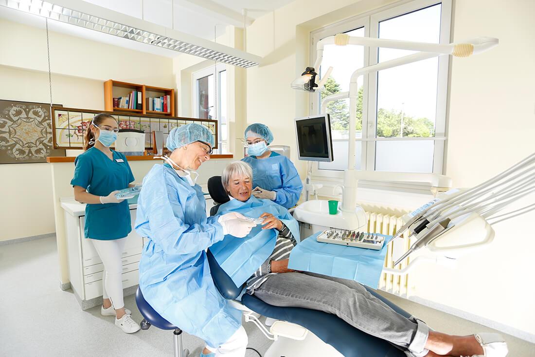 Zahnärzte Bordesholm - Dr. Angelika Abend - Behandlungssituation in der Praxis