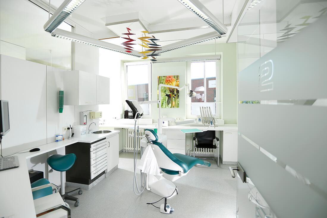 Zahnärzte Bordesholm - Dr. Angelika Abend - ein unserer Behandlungszimmer in der Praxis
